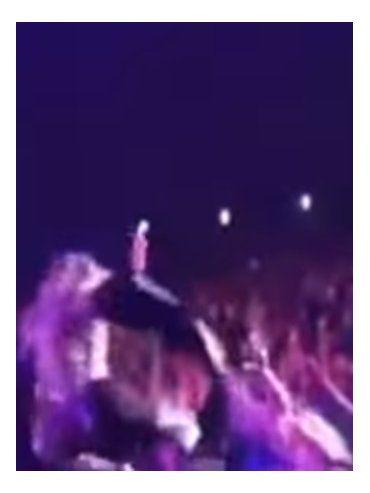 Jennifer López se cayó de cola mientras cantaba en Las Vegas