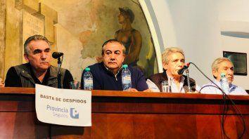 Prudentes. En conferencia de prensa, los triunviros no descartaron la posibilidad de retomar el diálogo.