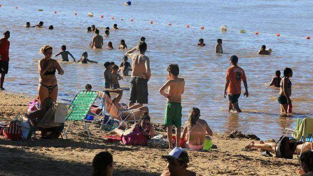 Con precios populares, la costa del Paraná es visitada cada fin de semana