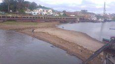Panorama. El banco de arena tiene por lo menos un metro de alto, ayer pescaban en el lugar.