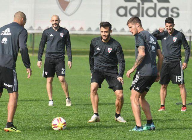 Con alternativos. El equipo de Gallardo juega con suplentes el partido.