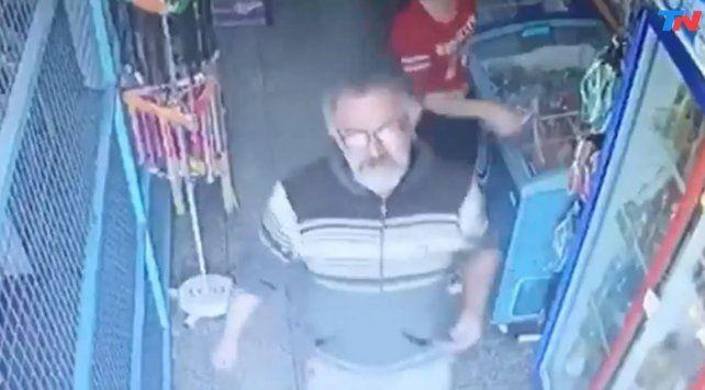 Buscan identificar a un pervertido que acosa mujeres en comercios