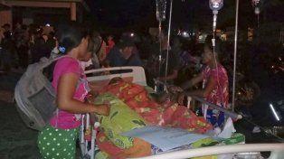Se registró un sismo de magnitud 7,5 en una isla de Indonesia y provocó graves daños