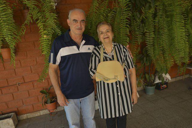 Afortunados. Roberto y Manuela celebraron con gran alegría.