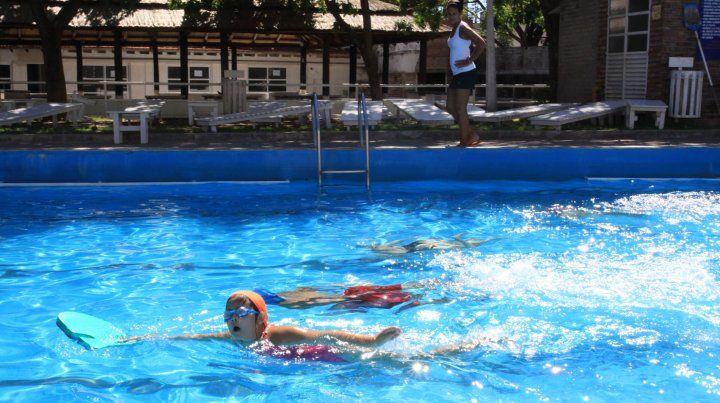 Alternativa. La temporada estival promete ser calurosa y el agua es una de las mejores elecciones para refrescarse.