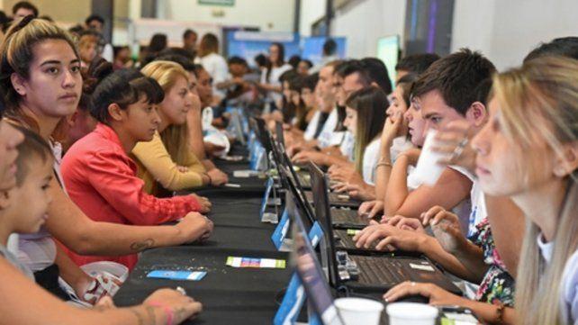 Preocupación. En marzo una multitud buscó empleo en un evento.
