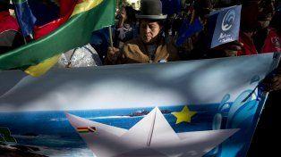 DECEPCIÓN. En la histórica Plaza Murillo de La Paz una multitud esperaba recibir la mejor noticia sobre la salida al mar de Bolivia