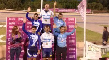 El ciclista radicado en Concepción del Uruguay, en lo más alto del podio.
