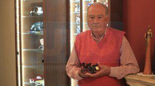 Enrique Bonomo, coleccionista: Llego a pasar hasta cuatro horas limpiando cada una de las piezas