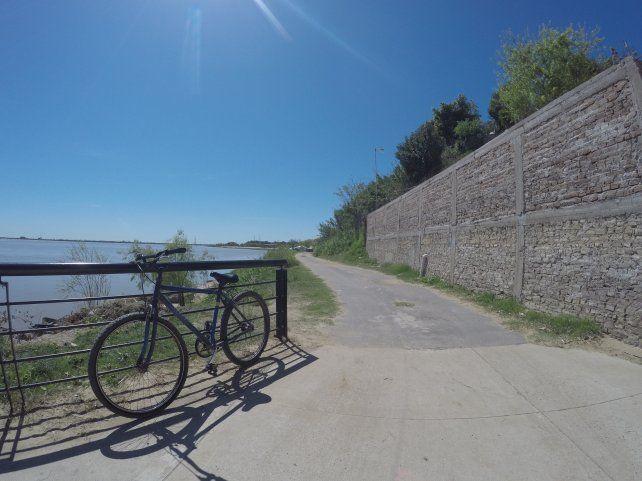 La bici en El Morro ingresando a Puerto Sánchez.