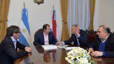 El gobernador junto al ministro Ballay, Labriola y Erbes trabajando en el proyecto.