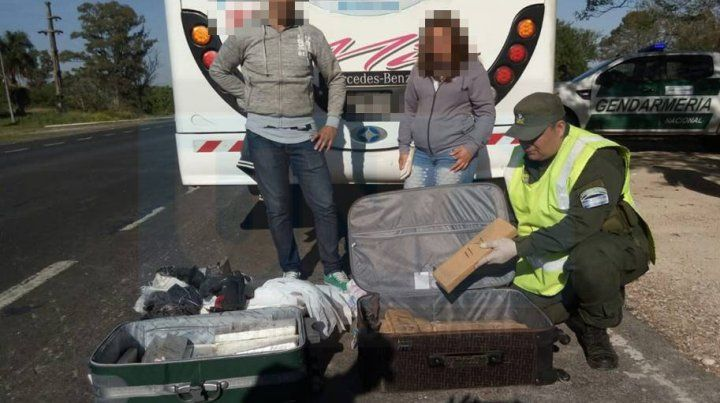 Por el peso y el olor, gendarmes encontraron valijas con drogas
