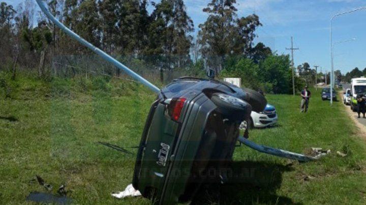 Un joven murió al quedar el auto que manejaba incrustado en una columna