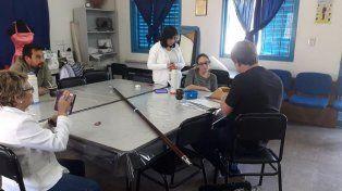 Un diputado llevó a un centro comunitario solo el asta de la bandera de ceremonias