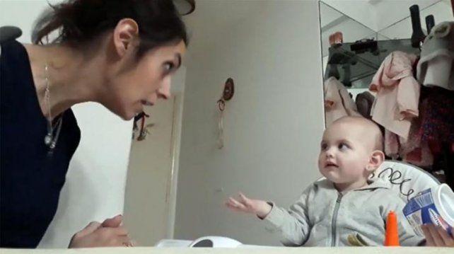 Esta es la discusión entre una mamá y su beba que se volvió viral