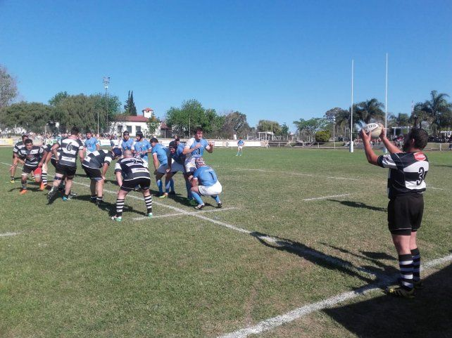 Rowing defiende un line en La Tortuguita.