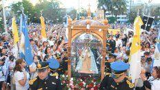 La imagen de la virgen llegando a la Catedral de Paraná.