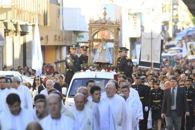 Las fuerzas de seguridad acompañaron la imagen de la virgen.