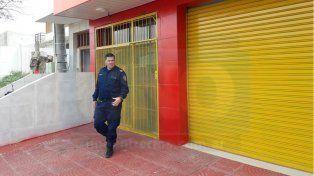 Clausura de un súper chino terminó con los inspectores encerrados en el local y una denuncia policial