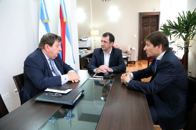 El senador Kisser junto al secretario General Kueider y el titular del Iafas.