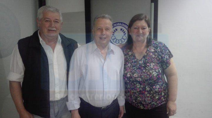 Víctor Lupo junto a Hugo Grassi y Marita Correa en la presentación de su libro.