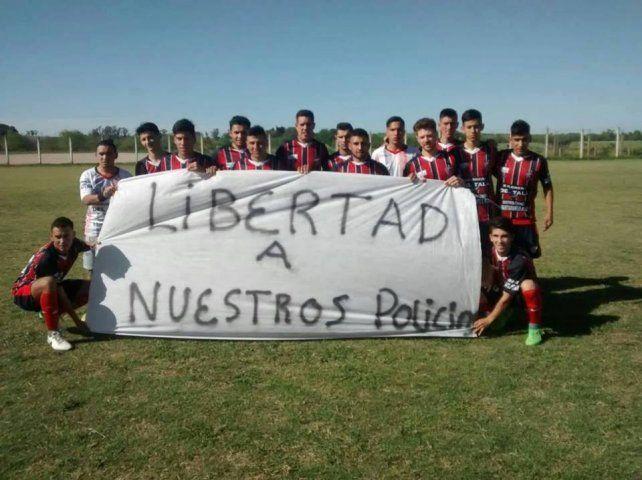 Peñarol de Tala no se responsabiliza por su polémica bandera