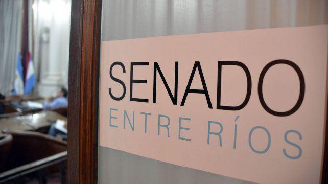 Senado. La investigación apuntó primero a la Cámara alta provincial. Bahl desplazó al jefe del Servicio Contable.