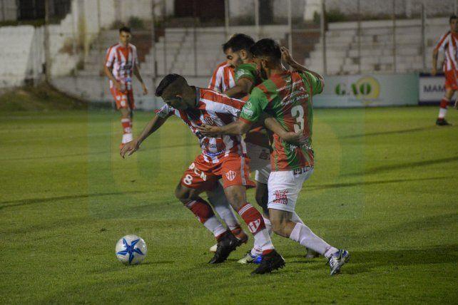 Atlético Paraná empató y quedó último en la zona