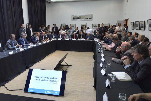 Reunión. El gobernador Gustavo Bordet junto al secretario de Agroindustria