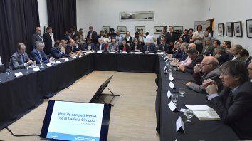 Reunión. El gobernador Gustavo Bordet junto al secretario de Agroindustria, encabezaron el encuentro.