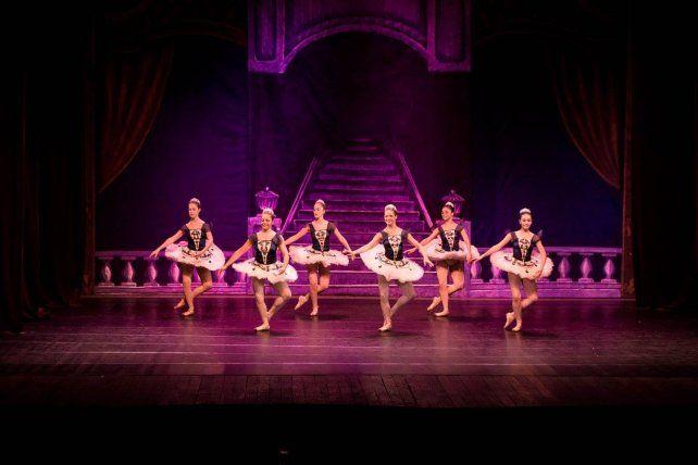 Troupe. Más de 40 bailarinas en escena