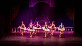 Troupe. Más de 40 bailarinas en escena, de entre 12 y 20 años, desplegarán su talento ante el público.