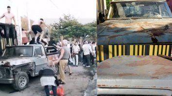parana: un grupo de jovenes destrozo una camioneta a la salida de un boliche