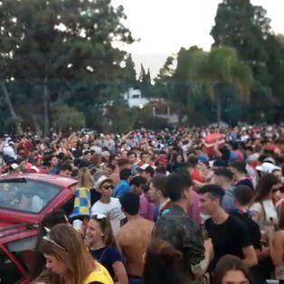 Paraná se disfraza: La previa colapsa los lugares públicos