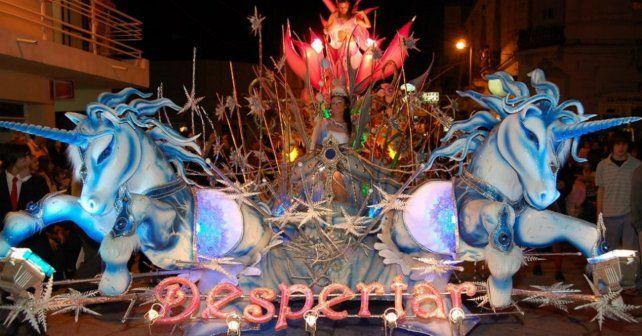 Espectáculo. El Festival de Carrozas Estudiantiles de Gualeguaychú conjuga el arte y la creatividad.