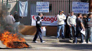 Trabajadores de Cotagu reclaman por los sueldos atrasados.
