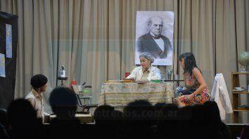 Triángulo. El conflicto central se da entre los personajes de La Gringa, su hija Susana, y su alumno Cardoso