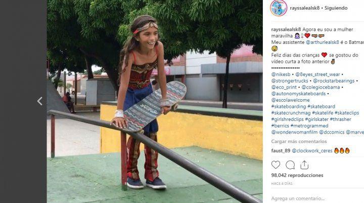 Rayssa Leal ahora sorprendió al mundo como la mujer maravilla del skate