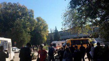 al menos 18 muertos y mas de 50 heridos en un atentado en una escuela de crimea