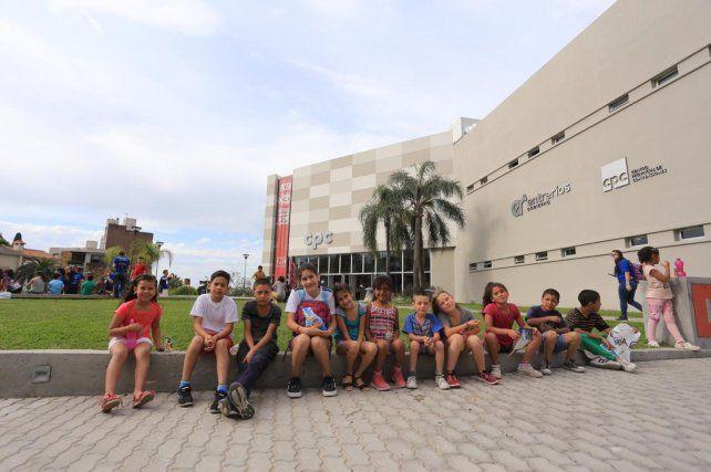 Niños y Niñas de barrio El Trebol de Paraná en el CPC.