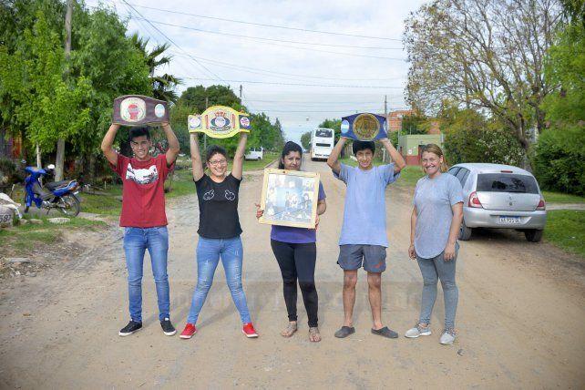 En la foto; Damián, íntimo amigo; Estefanía, hermana, Gladys, mamá; Gastón, hermano y Yamina, suegra. Foto <b>UNO </b>Mateo Oviedo