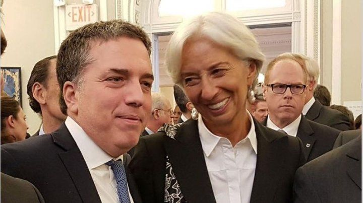 Revisión. Nicolás Dujovne y Christine Lagarde venían negociando la ampliación del crédito para auxiliar al país.