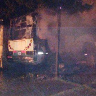 Así se quemaron los vehículos en la Dirección General de Intendencias y Servicios