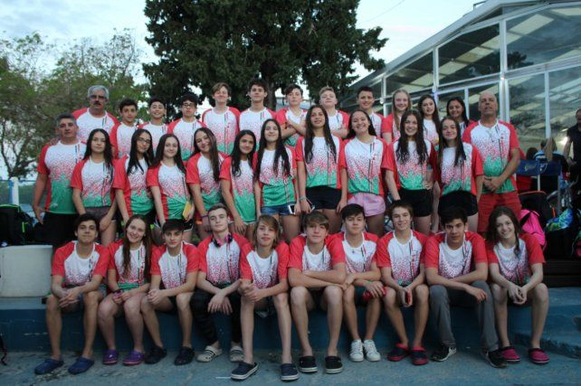 Los nadadores de la FEN posaron para la foto general.