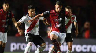 Con la cabeza en la Copa, River perdió el invicto ante Colón