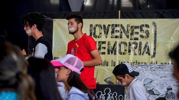 En Jóvenes x la Memoria, los estudiantes toman la palabra y son protagonistas