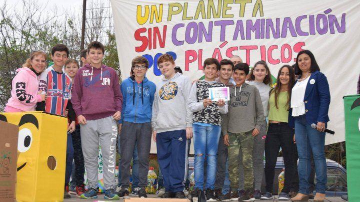 Compromiso. Los talenses realizan periódicamente una jornada de conciencia ambiental en la que participa toda la comunidad.