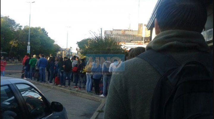 Llevarán a la Justicia el reclamo por el deficiente servicio de colectivos entre Paraná y Santa Fe