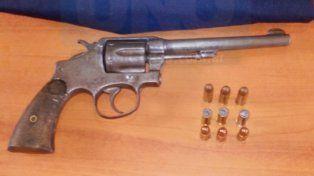 Balaceras. Robos y Hurtos secuestró un 38 en la casa de un acusado de los disparos.