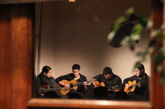 Impronta. Dedo Negro transita diferentes géneros de la música argentina con una estética propia.